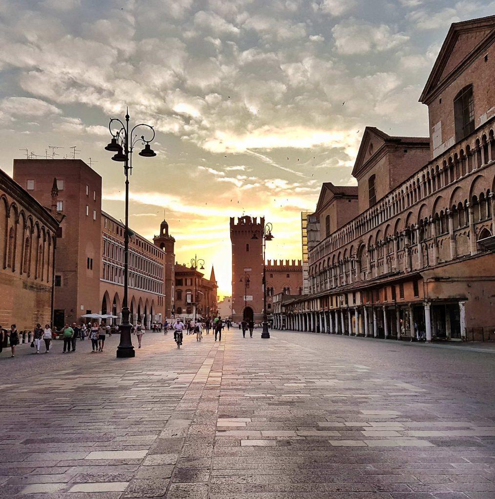 Piazza al tramonto - Fotografare Ferrara