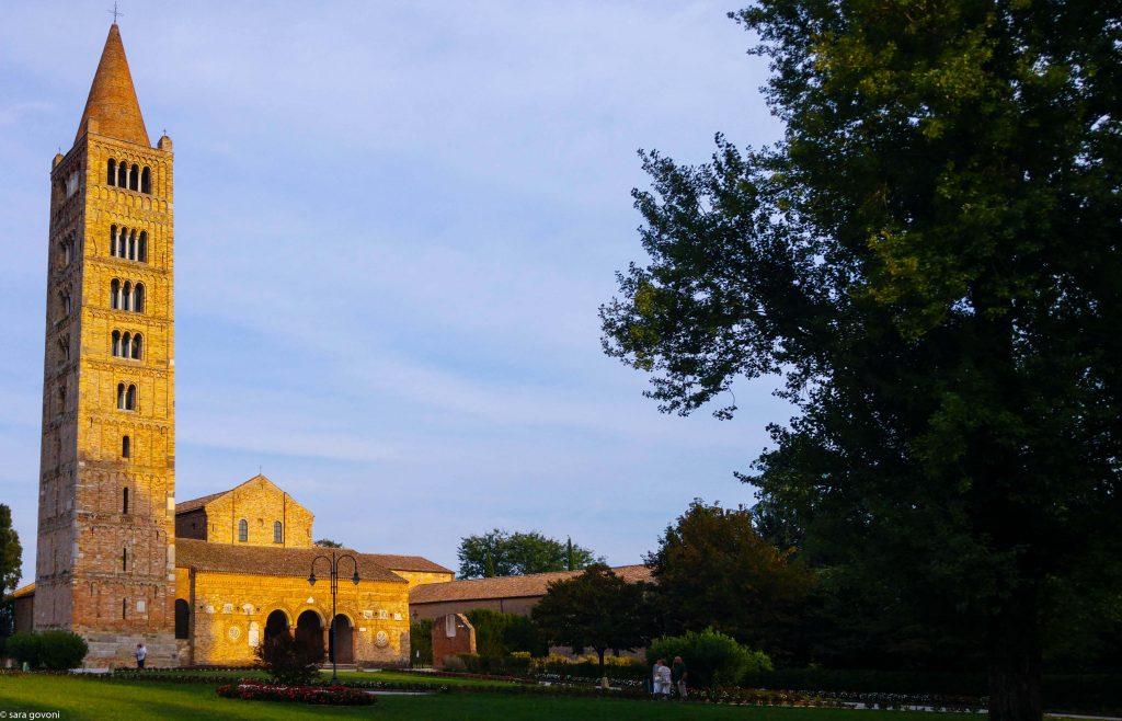 musei di comacchio e dintorni: facciata dell'abbazia di pomposa