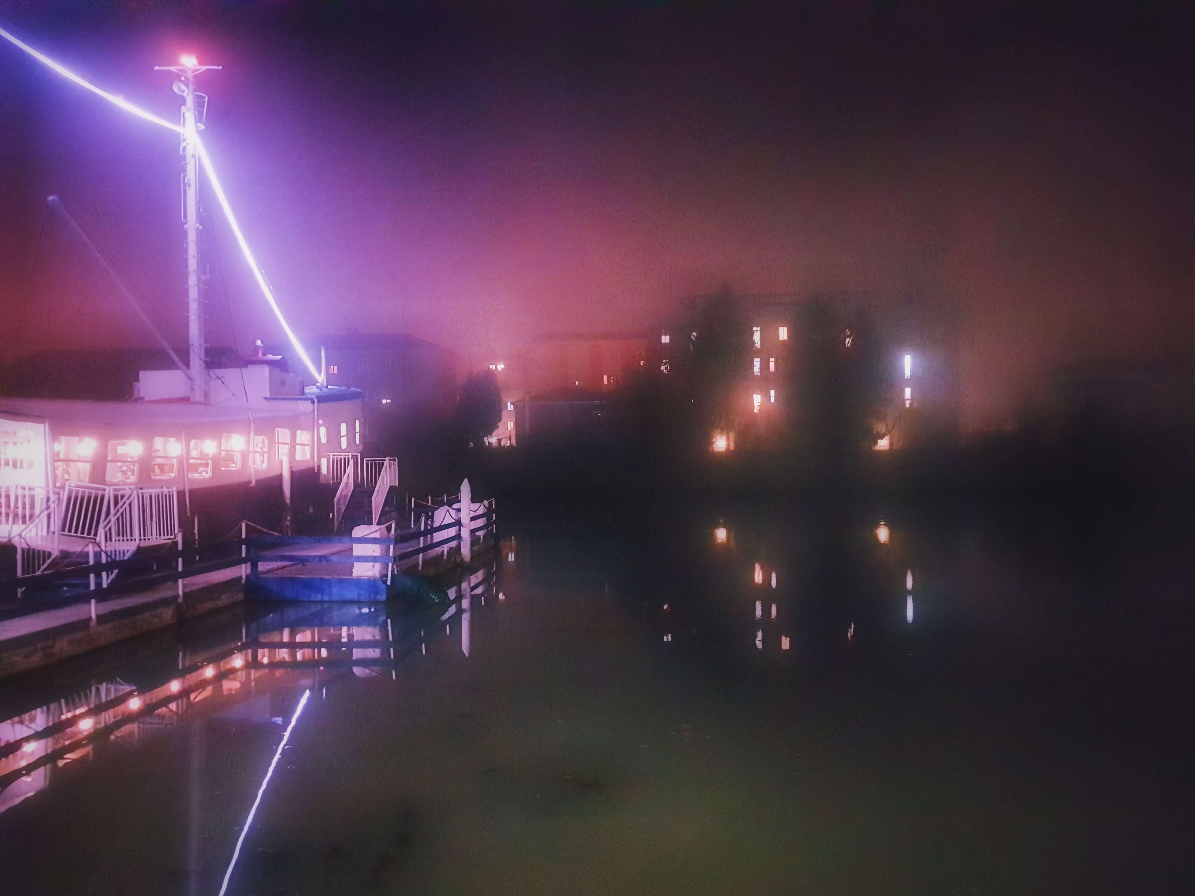 I migliori hamburger di Ferrara: Sebastian Pub, nave avvolta dalla nebbia