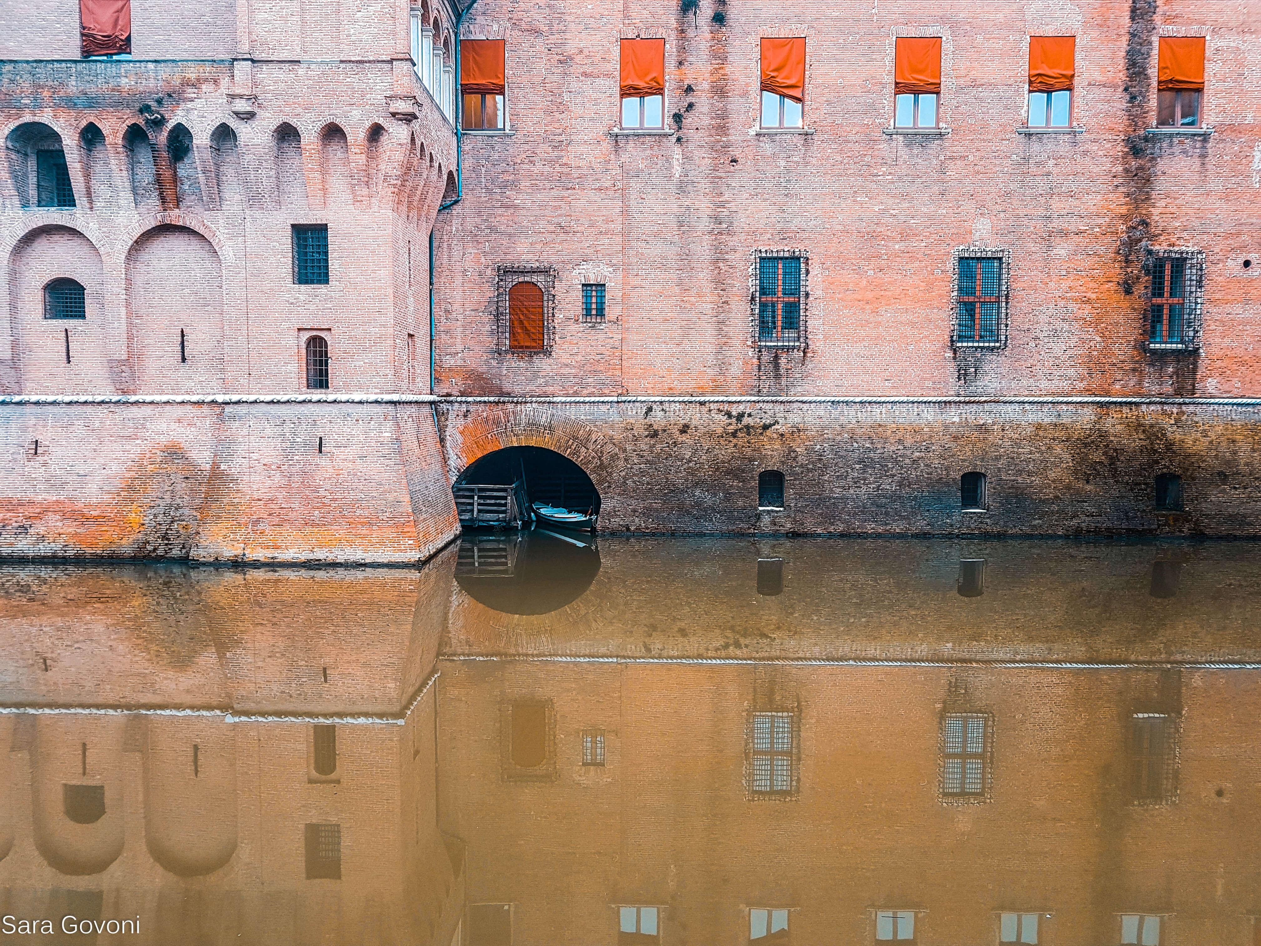 fossato del castello estense di ferrara