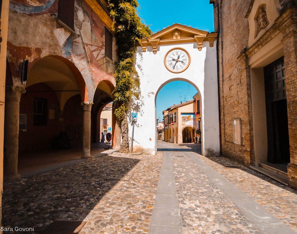Visitare Dozza: il borgo del muro dipinto