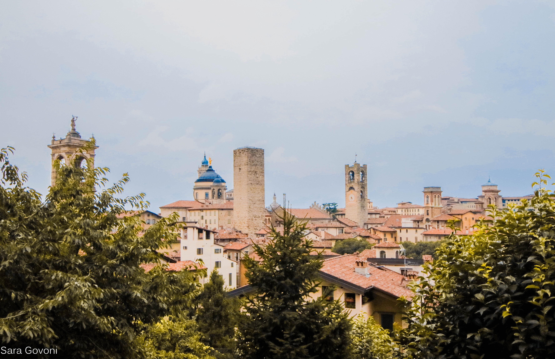 vista dalla rocca di Bergamo con il panorama sui tetti e le torri