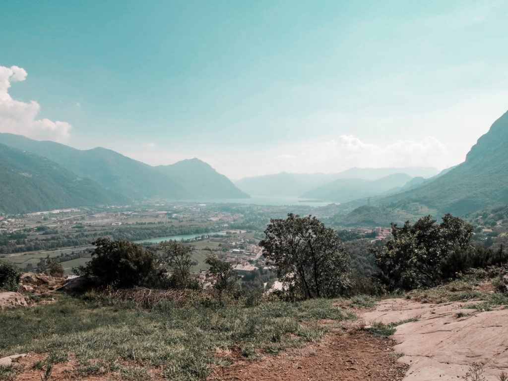 lago d'Iseo on the road: il panorama dalla panchina gigante sul lago e i dintorni