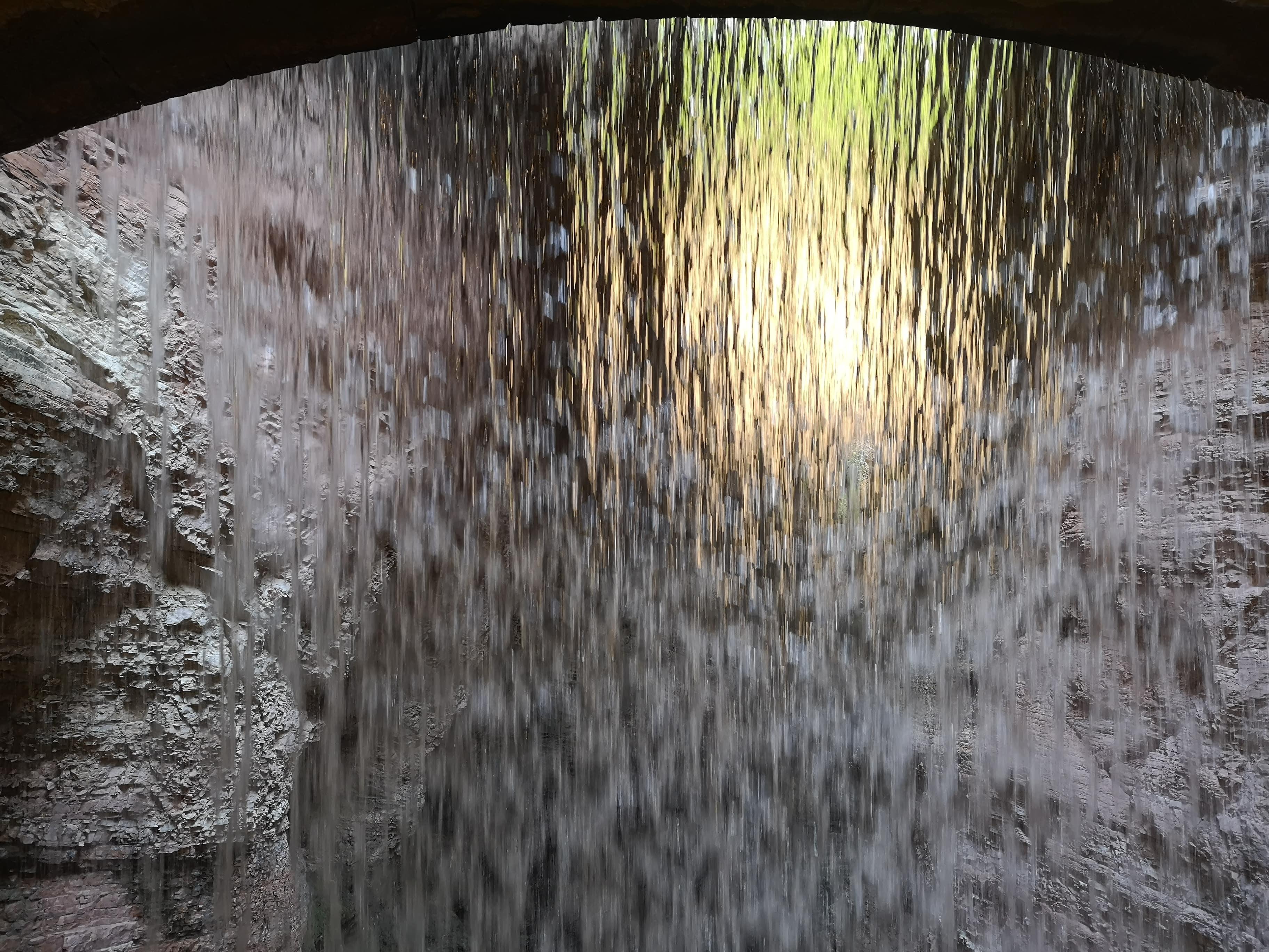 Esplorare l'Orrido di Ponte Alto: toccare la cascata con un dito