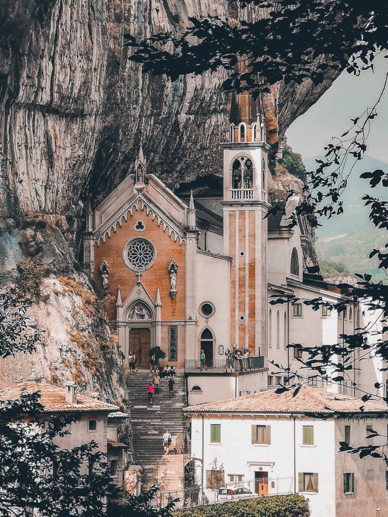 Visitare il Santuario della Madonna della Corona: bellezze sconosciute a pochi passi da casa