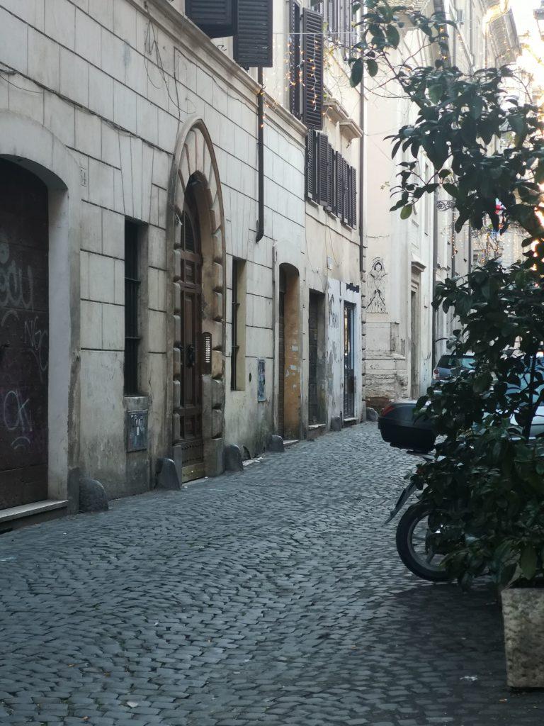 Dove alloggiare a Roma: l'appartamento romano, la sua cucina e il Rione Monti