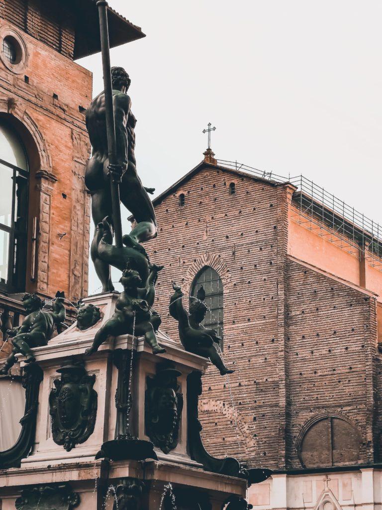 Alla scoperta dei sette segreti di Bologna: quali sono, dove trovarli. Un tour nella Bologna misteriosa