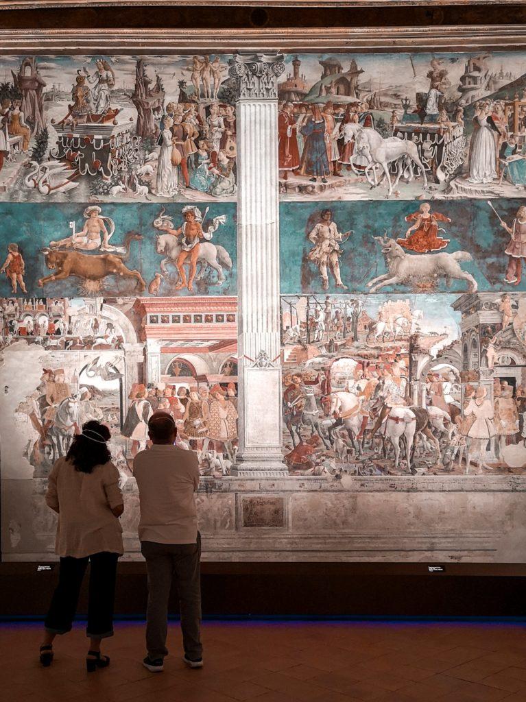Alla scoperta delle Delizie Estensi di Ferrara: interno del salone dei mesi di palazzo schifanoia