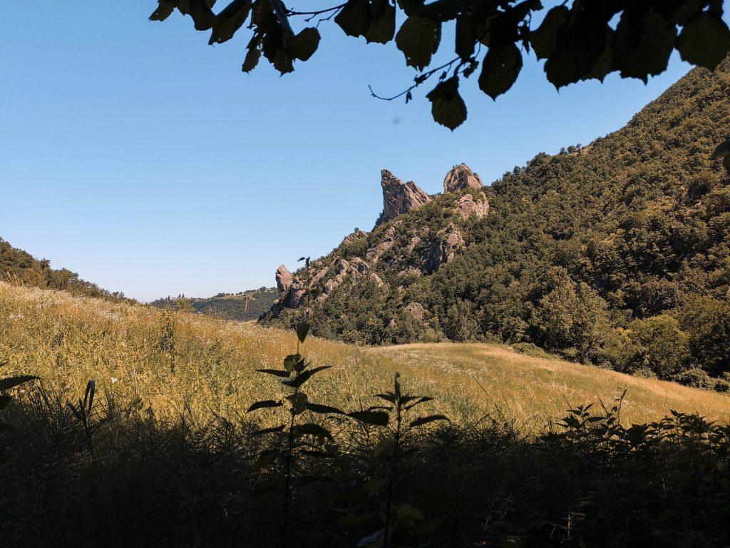 trekking in Emilia Romagna: Alla scoperta del Parco Regionale dei Sassi di Roccamalatina: il sentiero trekking a portata di tutti