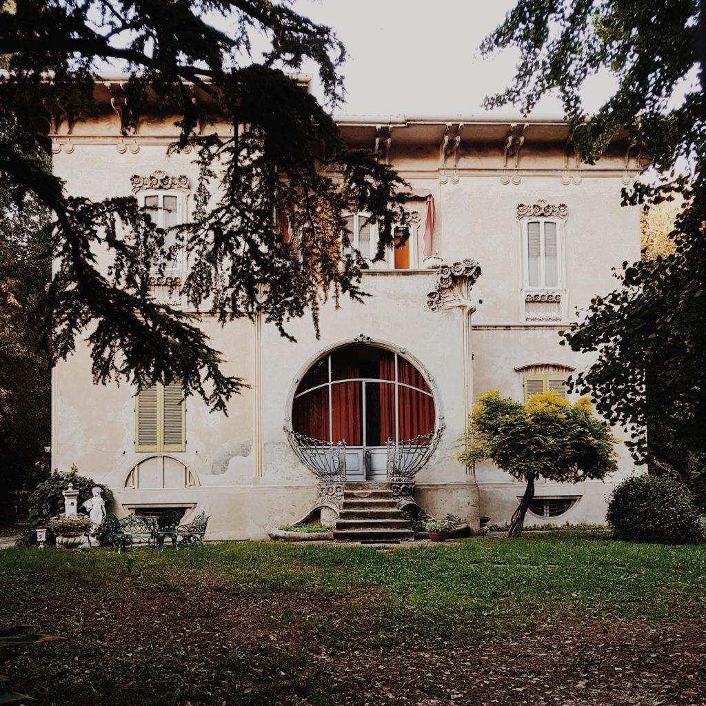 villa melchiorri e giardino in stile liberty a Ferrara
