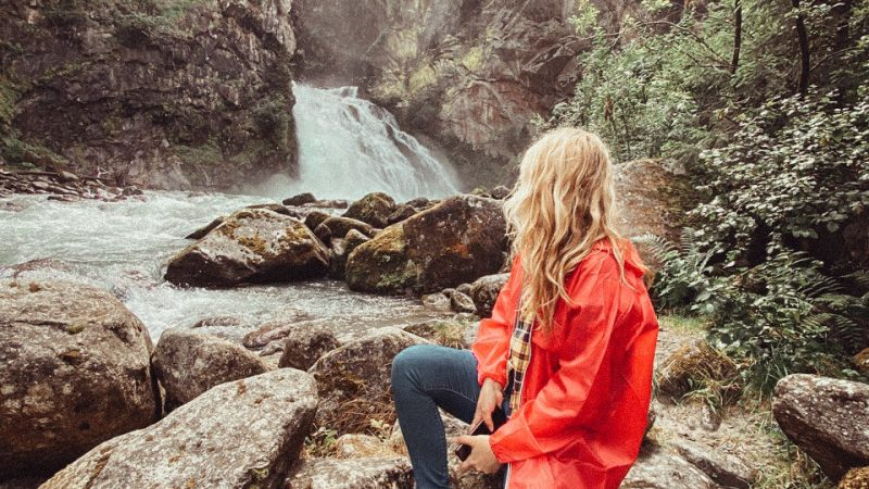 Trekking alle Cascate di Riva: tra getti d'acqua, fly line e alberi da abbracciare