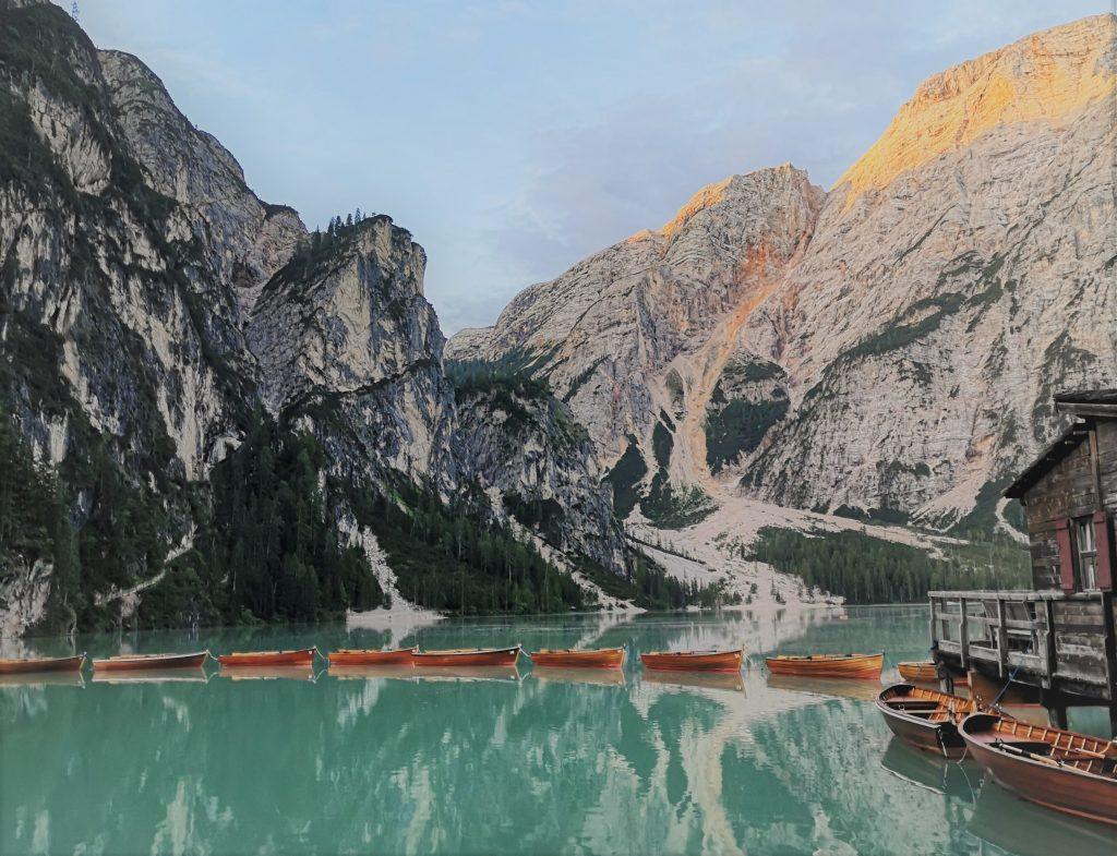 100 cose da fare in Italia prima di morire: Estate al Lago di Braies: i miei trucchi per parcheggiare e godersi la magia del lago!