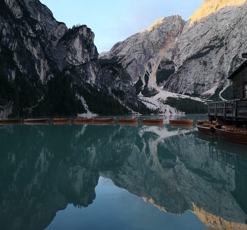 Estate al Lago di Braies: i miei trucchi per parcheggiare e godersi la magia del lago!