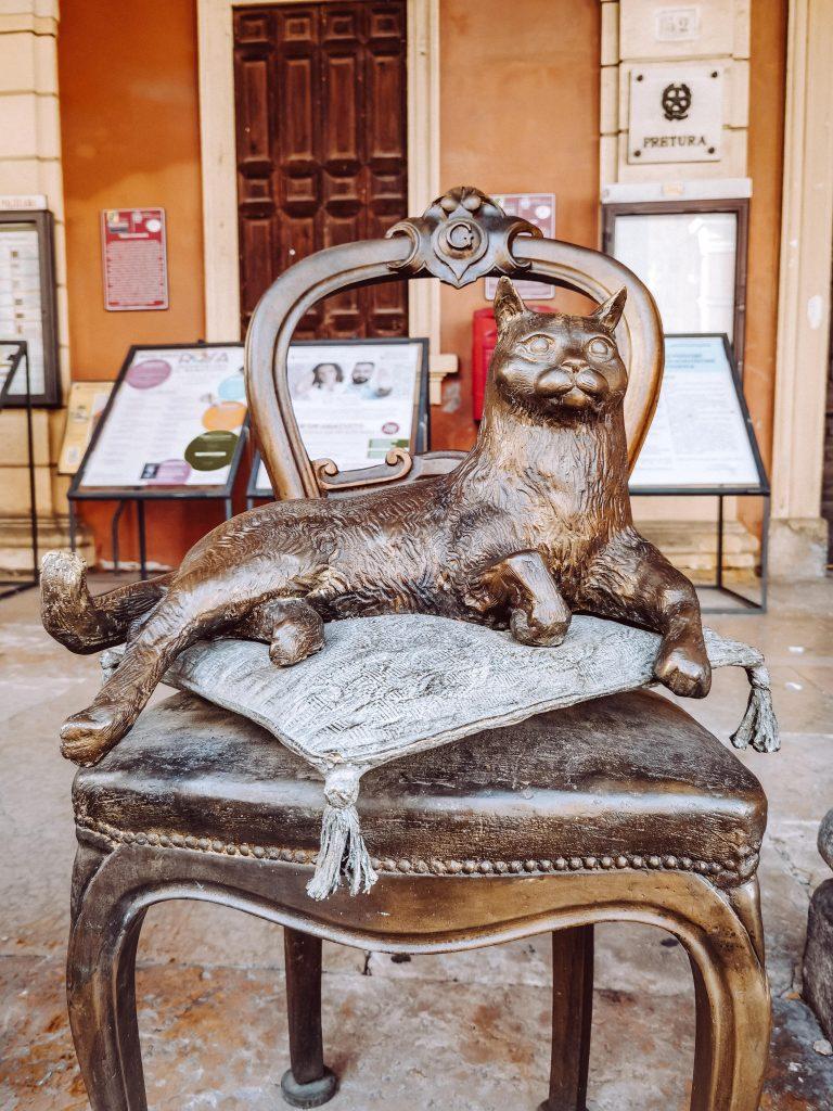 statua del gatto di san giovanni in persiceto