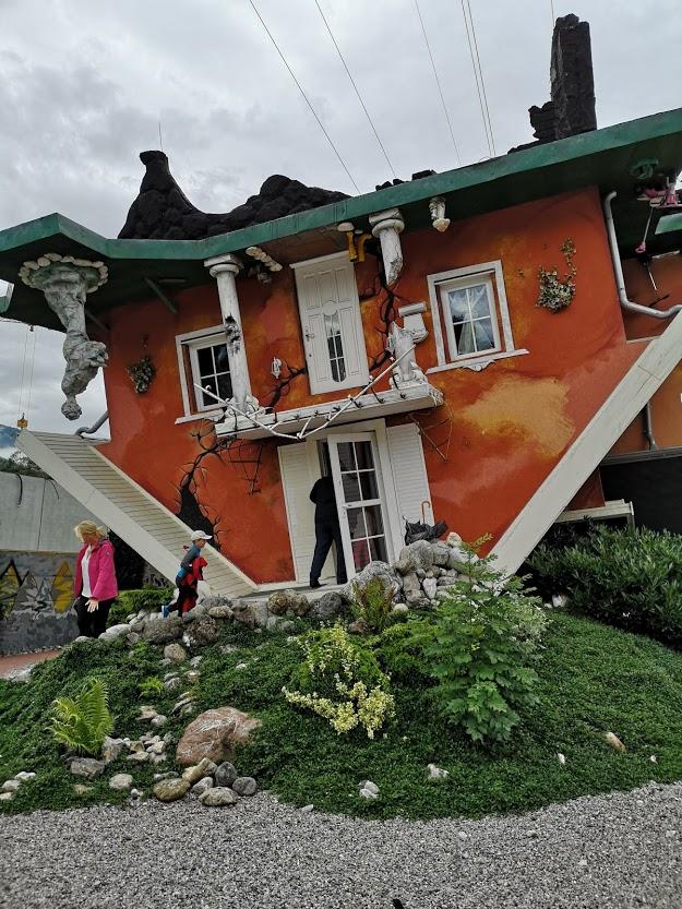 Baviera con i bambini la casa rovesciata di Innsbruck