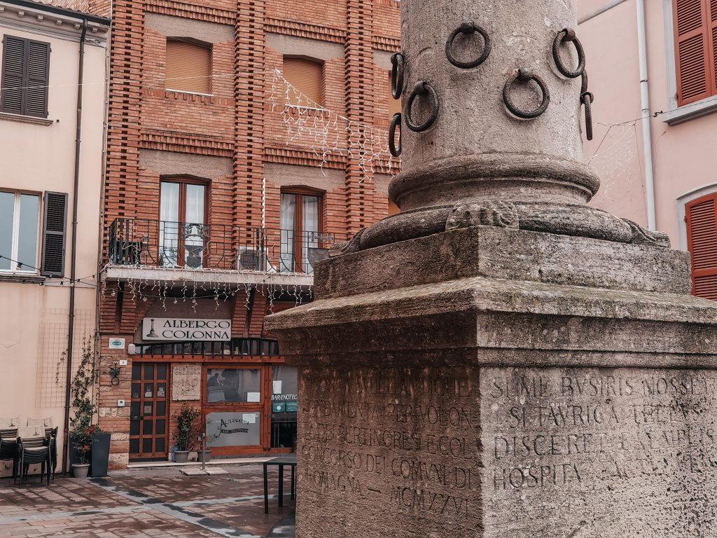 la colonna dell'ospitalità di Bertinoro