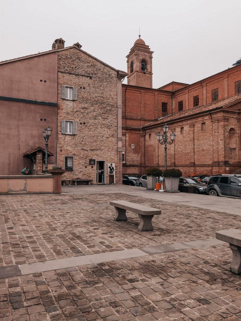 Cosa vedere a Bertinoro la piazza centrale di Bertinoro