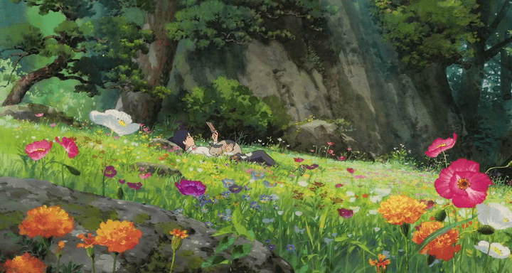 il giardino di arrietty con fiori e ragazzo steso a leggere
