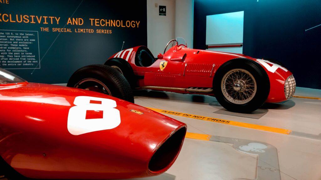 auto d'epoca nel museo ferrari di maranello