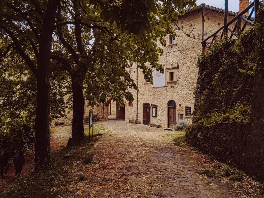 borgo la scola fortificazione medievale