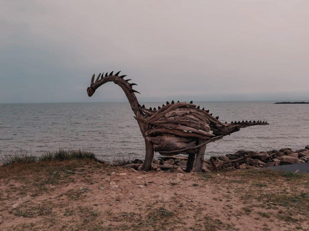 il dino sculture in legno dei lidi ferraresi di Enrico Menegatti