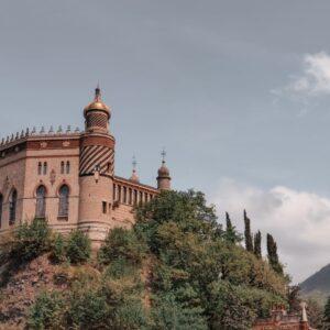 Visitare la Rocchetta Mattei: un pomeriggio nel castello delle Mille e una Notte