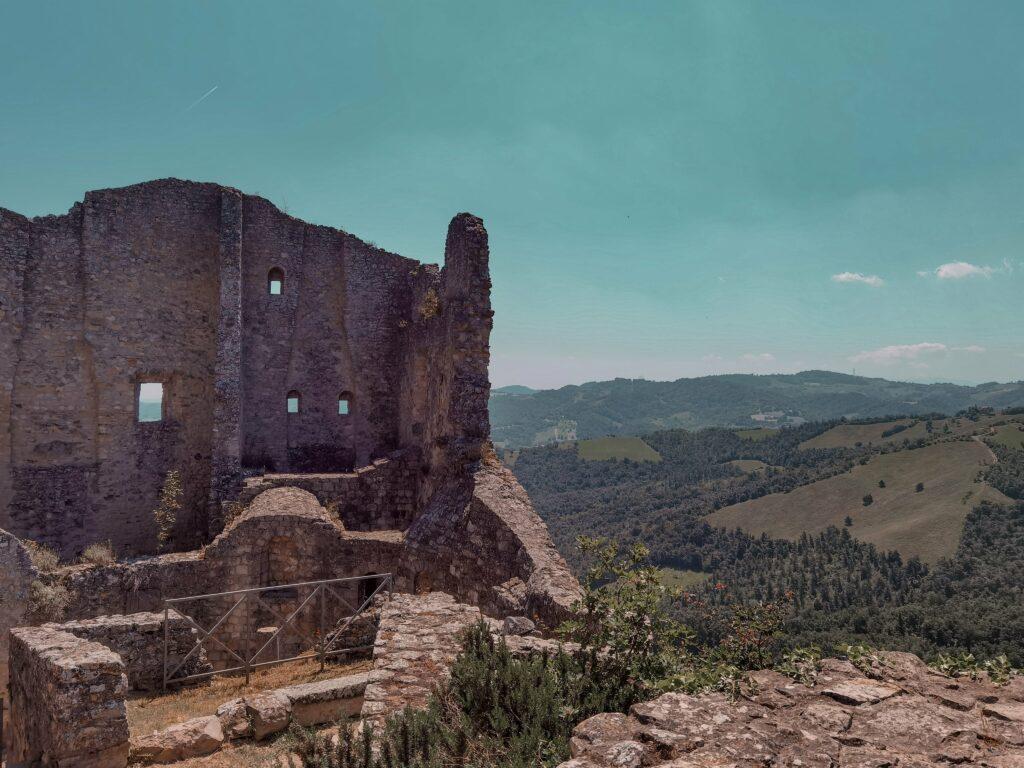 itinerario per i castelli matildici: il castello di canossa