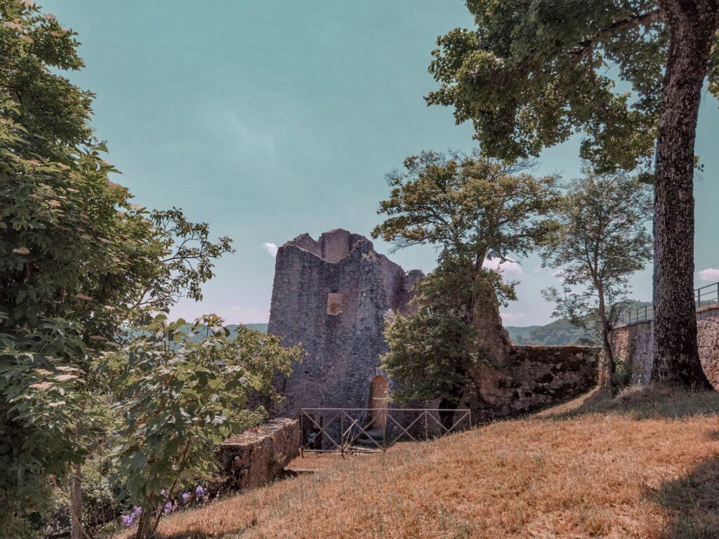itinerario per i castelli matildici, rovine di canossa