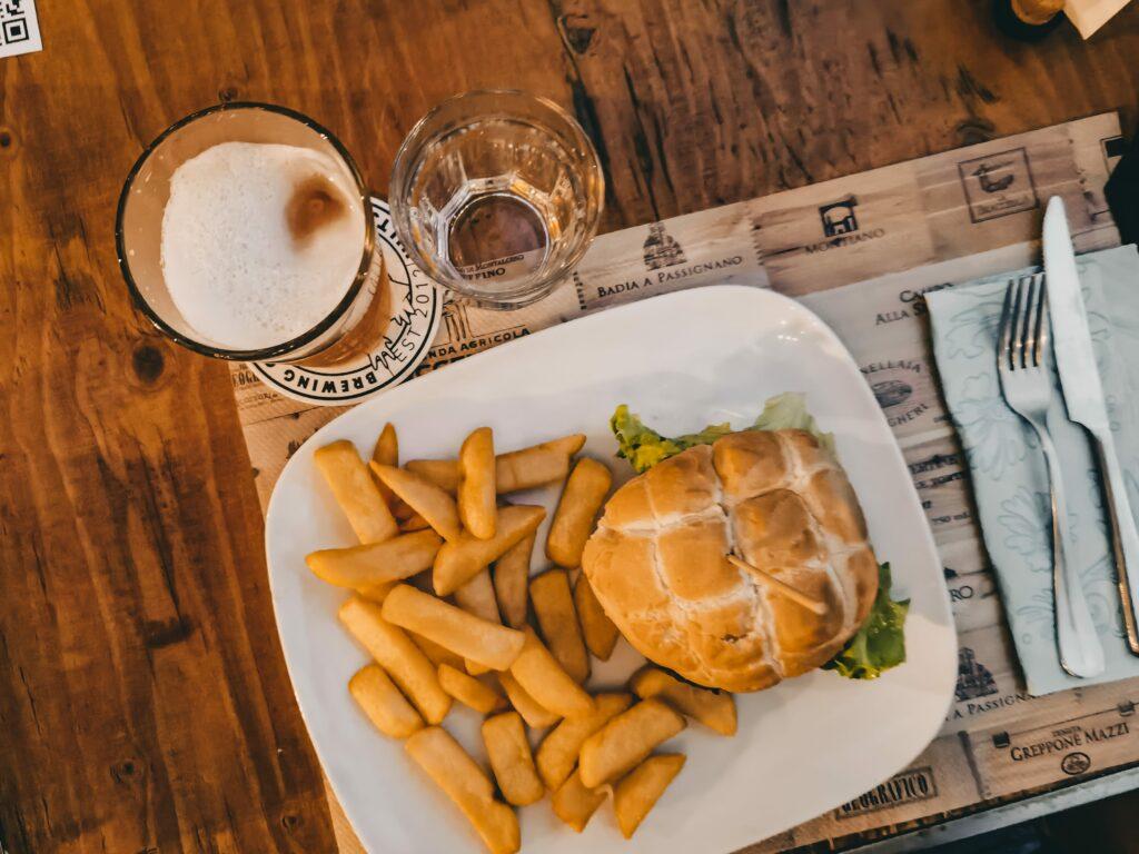 hamburger de la salumeria del rock ad arceto di scandiano