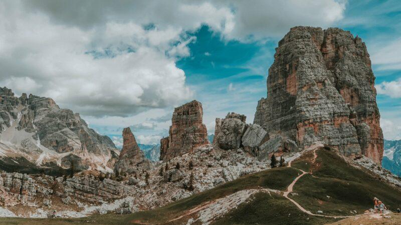 Trekking alle Cinque Torri: l'escursione passo passo dai boschi alle trincee