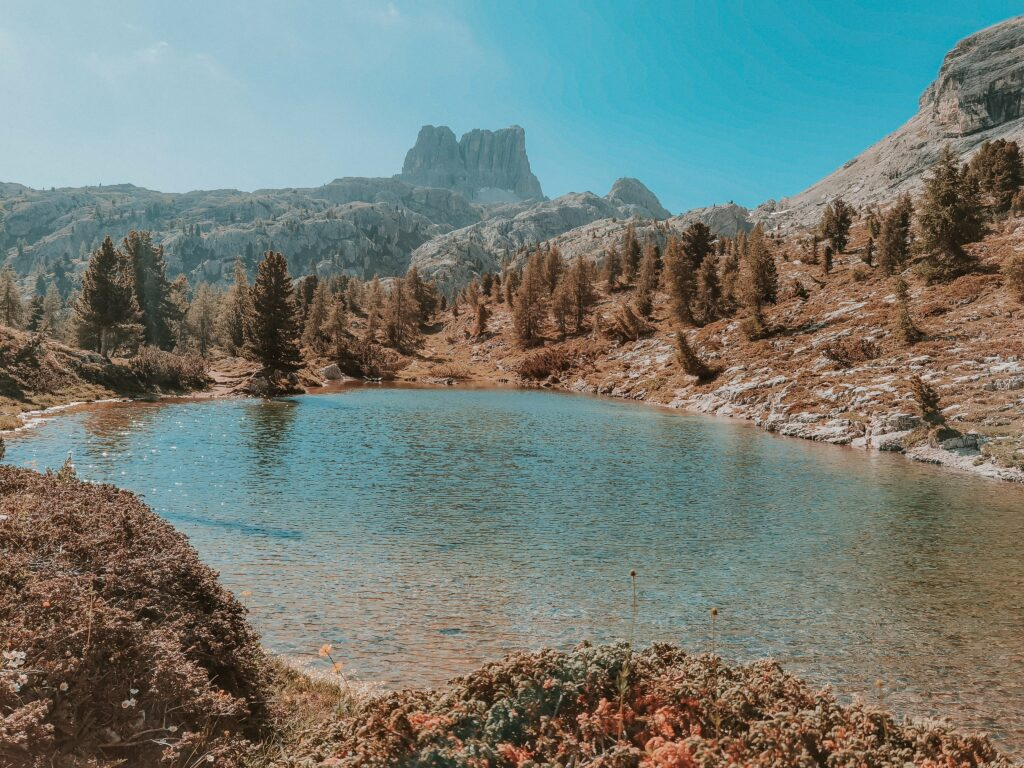 Escursione al Lago di Limides: la vista del lago dal sentiero