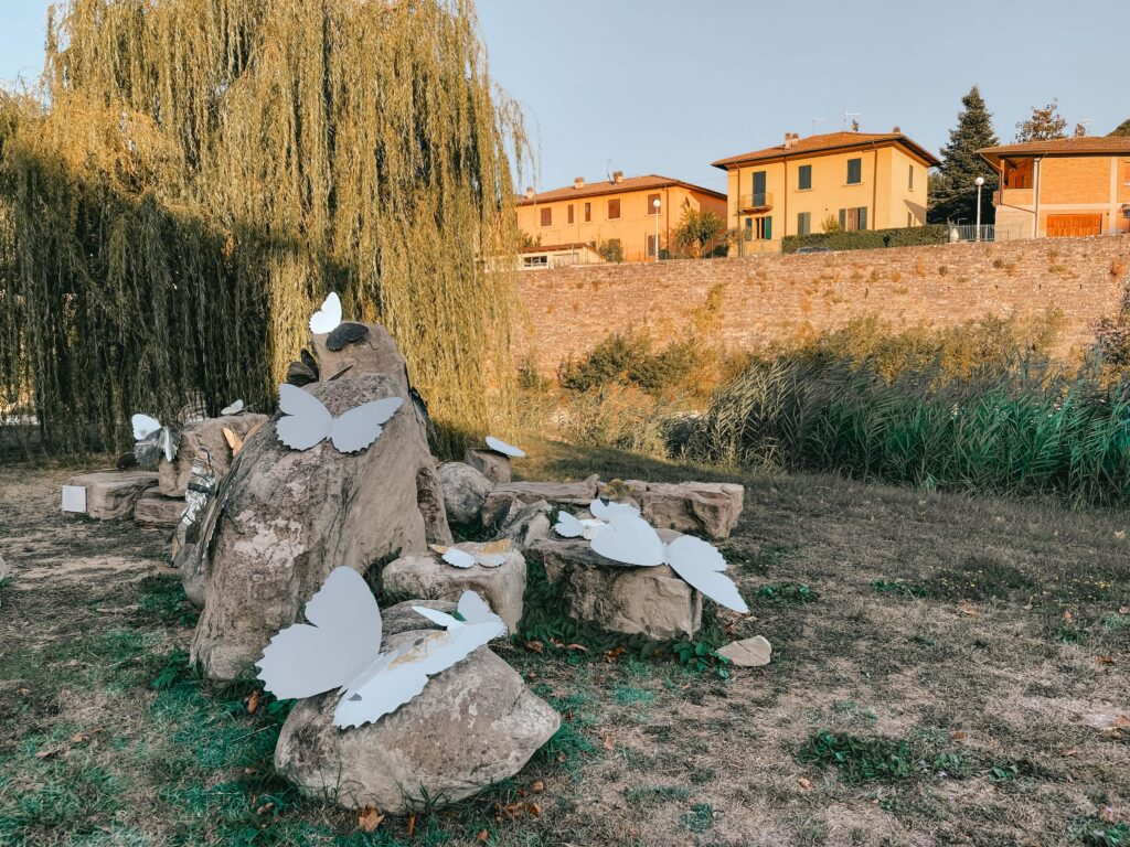 autunno nei borghi di Romagna le installazioni lungo il parco fluviale a santa sofia