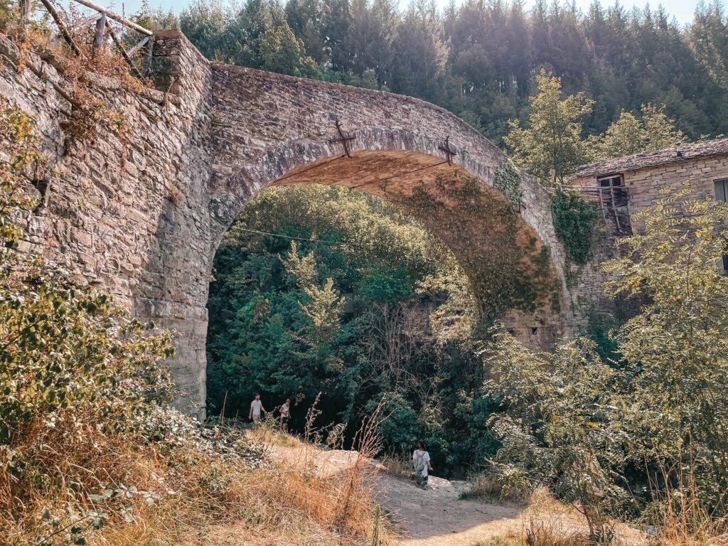 ponte dalla grotta urlante di premilcuore